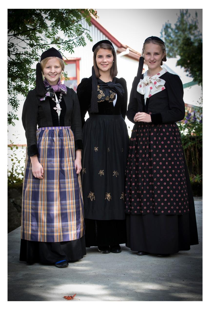 Auður, Hanna Lind og Telma Rún, 19. og 20. aldar peysuföt
