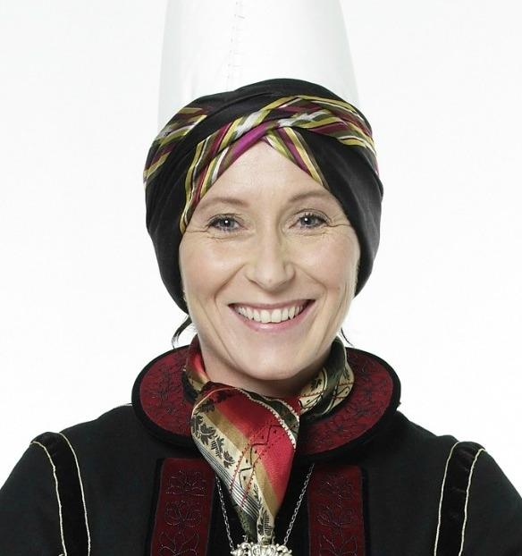 Olga Kristjánsdóttir leiðbeinandi í Annríki - Þjóðbúningar og skart.