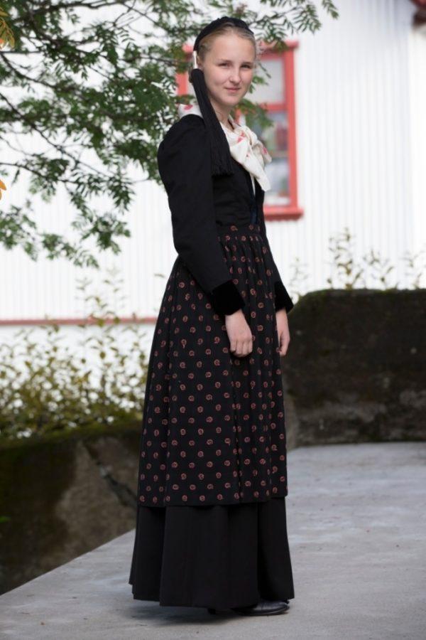 Annríki - Þjóðbúningar og skart. 20. aldar upphlutur.