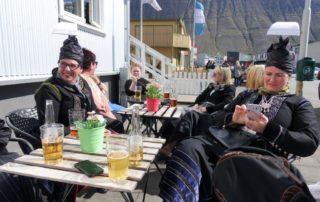 Annríki - Þjóðbúningar og skart. Faldbúningar yngri í kaffi.