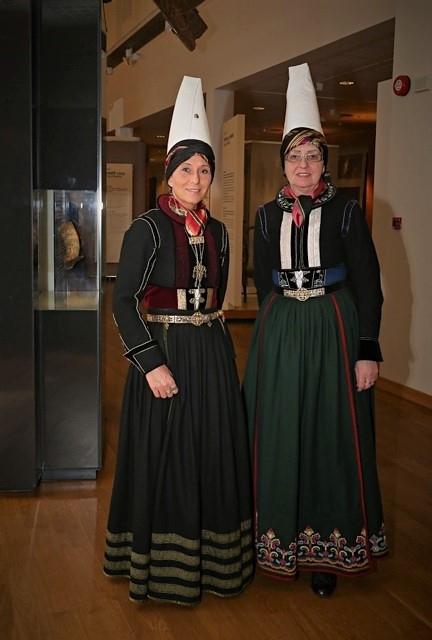Annríki - Þjóðbúningar og skart. Faldbúningur. Höfuðbúnaður frá mismunandi tímabilum.