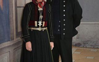 Annríki - Þjóðbúningar og skart. Olga og Binni, faldbúningur eldri og herrabúningur.