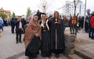 Annríki - Þjóbúningar og skart. Sjal og möttlar yfir þjóðbúninga.