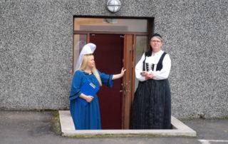 Annríki - Þjóðbúningar og skart. 17.júní 2014 Fjallkonan Katrín Ósk og Hildur