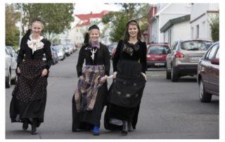 Annríki - Þjóðbúningar og skart. Telma Rún 20. aldar peysuföt, Auður 19. aldar peysuföt, Hanna Lind 20. aldar peysuföt.